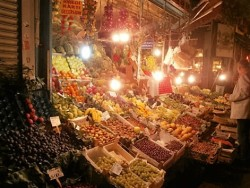 Fruit and veg markets at night, Kadikoy (2)